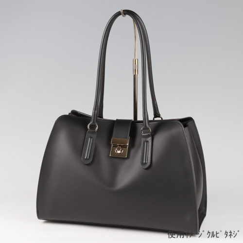 ●卓上バッグ掛けスタンド使用イメージ画像 ●バッグスタンドB-L くるぴたネジ仕様 ●画像はバッグをディスプレイしたイメージ画像です。(画像のバッグは商品に含まれません)