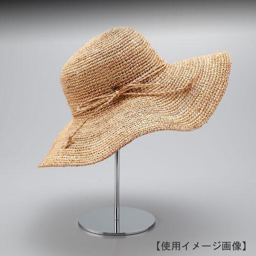 帽子スタンド使用イメージ画像/表面処理:クロームメッキ(Cr)仕上/材質:スチール/半球体のヘッドで様々な帽子を手軽にディスプレイできます。/画像はハット帽を展示した際のイメージ画像。(画像の帽子は商品に含まれません)/日本製