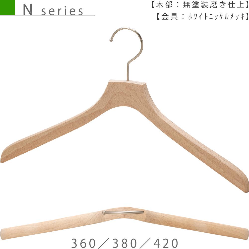 ●ハンガー正面画像 ●型番:TY-34 ●材質 木部:ブナ材 無塗装 金具:ホワイトニッケル ●レディース・メンズサイズ ●トップス用 ●形状:屈折型 ●フェイス:平頭 ●フック:回転式 ●カジュアル系衣料用のハンガーとして代表的な形状です。屈折型の形と肩先の厚み18mm、この組み合わせが多種多様なトップスと展示数量のご要望にお応えしています。