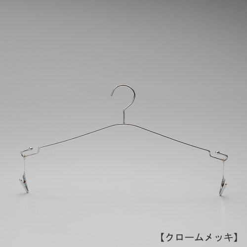 ハンガー正面画像/型番:IN-510/表面処理:クロームメッキ/素材:スチール/フック固定式/インナー・ランジェリー用/ハンガー中央の山形ラインは女性の首元から肩へのラインを表現し、下着をディスプレイした際に女性のシルエットを連想させるデザインとしました。また、両端にはランジェーリー専用のクリップが付き、ブラジャーとショーツを一緒にディスプレイすることも、ブラとショーツをそれぞれ単体でディスプレイすりことも可能。お客様から良いデザインですねと定評があるハンガーです。/日本製