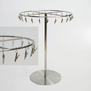 オーダーメイド什器 ステンレス製チーフスタンド/OM-DS-003/材質:ステンレス 上部リング丸棒仕様/上部リング部回転式/寸法: 高さ410mm 上部回転リング部直径300mm 下部ベース直径200mm板厚4.5mm/クリップ:24個付