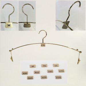 インナーハンガー用サイズ表示プレート/材質:金属/表面処理:ゴールドメッキ/弊社のインナーハンガー用サイズ表示プレート