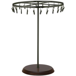 ●商品名:チーフ・ハンカチスタンド回転式 Lサイズ 木製ベース仕様  ●表面処理:黒ツヤ消塗装(BK-M)仕上 ●寸法:高さ420mm 上部回転リング直径300mm  ●上部回転式リング:クリップ24個付   ●材質:スチール・ ●特長:長さのある小物も吊り下げることができるように、高さを付けました。小物を吊るす円形部分は、見やすいように回転させることが可能です。 クリップの先端には塩ビのキャップを装着し、展示商品を傷つけにくい仕上がりになっています。さらに、木製のベースを組み合わせることで、落ち着きのある存在感と高級感を演出できます。 ●生産国:日本(タヤ自社工場)